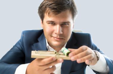 Crooked Financial Advisor 635x375